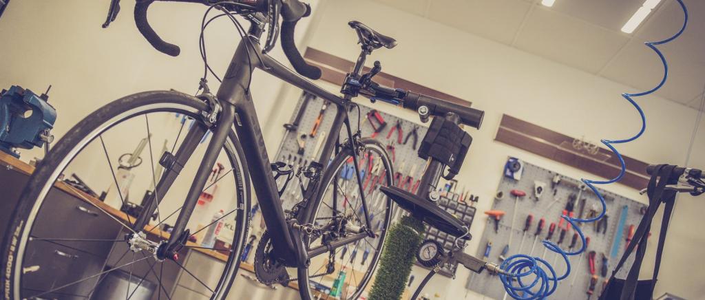 poster image Cyclistes professionnels et amateurs ce qui les différencie Les équipements 1024x436 - Cyclistes professionnels et amateurs : ce qui les différencie