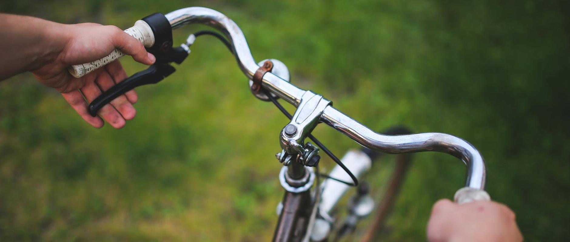 poster image 10 raisons d'aller au boulot à vélo dès aujourd'hui. Booster la productivité - 10 raisons d'aller au boulot à vélo dès aujourd'hui.