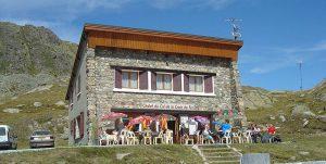 La Croix de Fer 300x151 - France : Top 20 des plus belles pistes de cyclisme en montagne