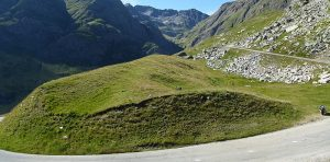 Le col de l'Iseran 300x148 - France : Top 20 des plus belles pistes de cyclisme en montagne