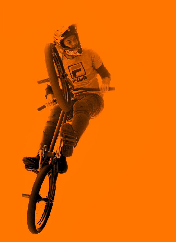 homme vélo BMX 743x1024 - ACCUEIL