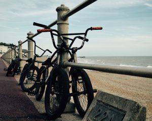 les vélos bmx 300x239 - Les meilleurs vélos de BMX pour la course et le freestyle